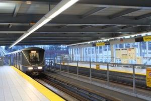 Sperling_Station_West_Bound_Mk2_Train_Entering_Station_20100116